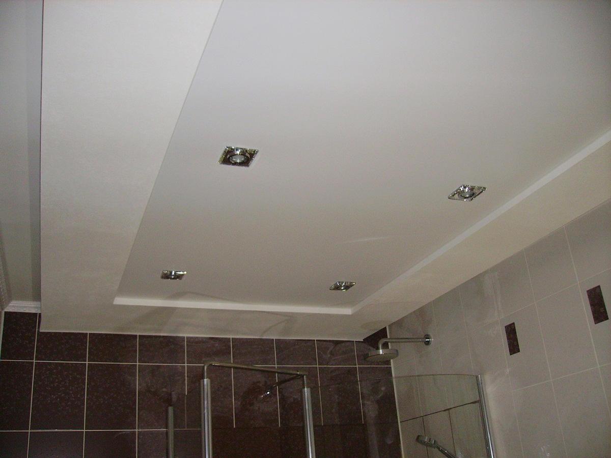 Pittura Granulosa Per Cartongesso soffitto in cartongesso nella stanza. per lavorare avrai